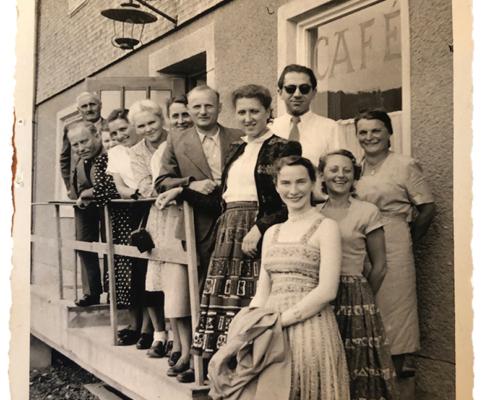 rechts: Lotte Reichhart-Beuter und Ehemann, Dr. Lothar Beuter